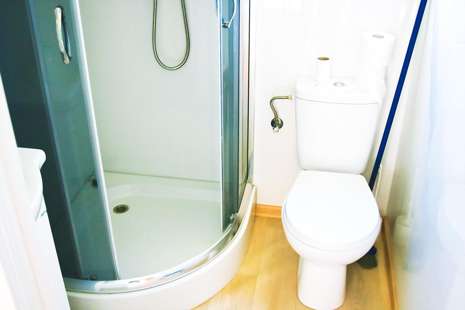 FeWo-an-der-Ostsee-Bad-mit-Dusche